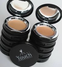 Younique3D fiber Touch Mineral Pressed Powder Foundation
