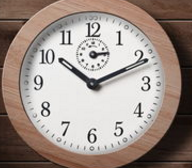 gbhThe wall clock is a wall clock with a pendulum and a heavy hammer exposed