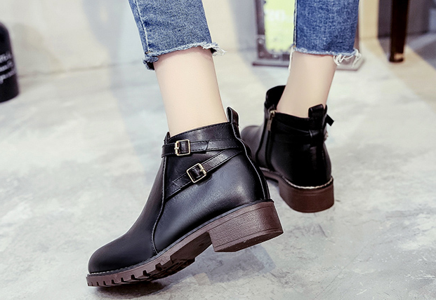 Shoes custom design small with short boots female winter 2017 new wild Korean plus velvet warm retro leather shoes women's boots