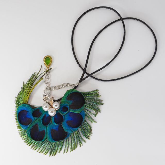 Pure natural peacock feathers fall off naturally, pure handmade feather ornaments, peacock shape fashionable , give you visual impact