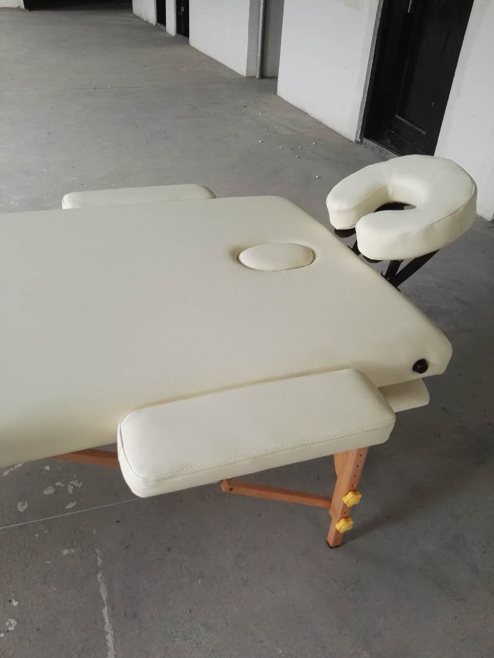 Beauty Wooden Massage Table With White PU Leather