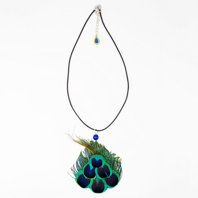 Pure natural peacock feathers fall off, pure handmade feather ornaments, pagoda shape fashionable, novel, give you visual impact,