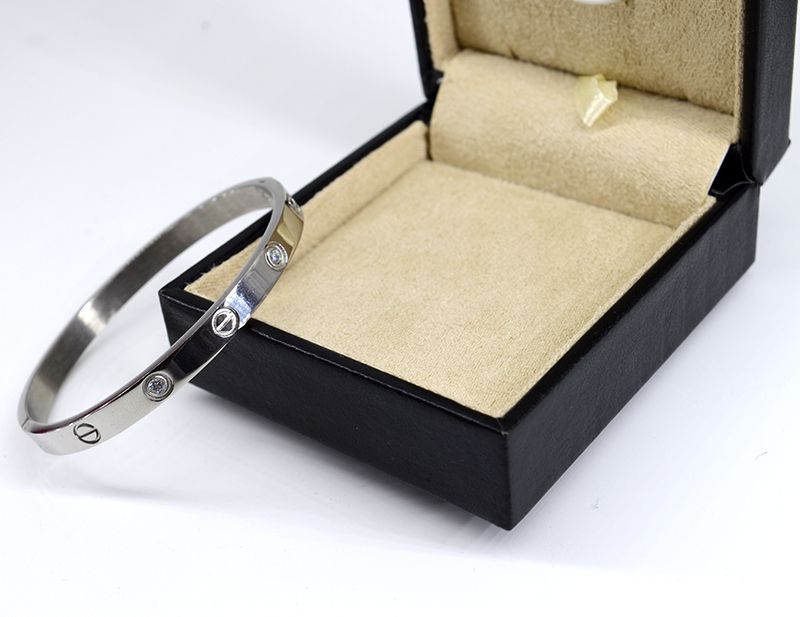 Imitation Cartier with diamond stainless steel silver bracelet The style is the minus sign!