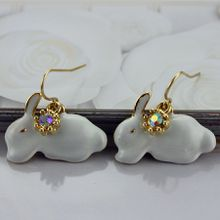 Free shipping exquisite deserve to act the role of the European and American fashion women alloy white rabbit party popular ear hook