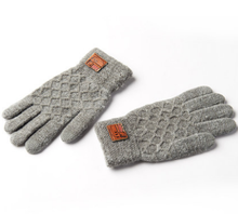 Warm and thick knit men's gloves in winter
